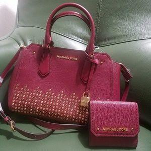 new $550 set wallet and handbag current season mk